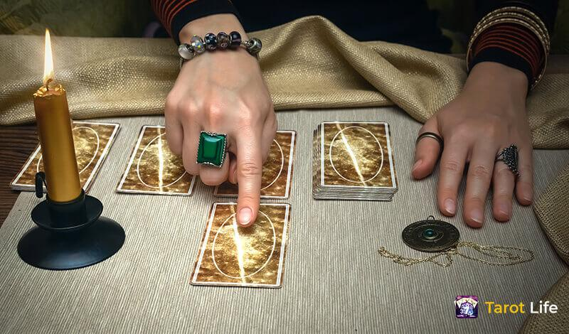 Learning-more-about-the-Tarot-Deck